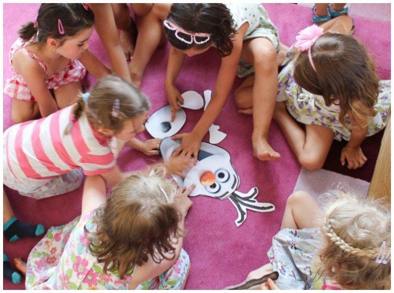 Frozen Kindergeburtstag mit Eiskönigin Torte, Anna und Elsa Cupcakes und tollen Deko- und Spielideenideen
