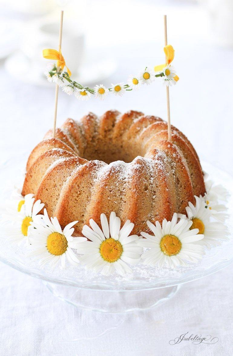 Leckeres Rezept für Zitronengugelhupf & Gänseblümchen Girlande