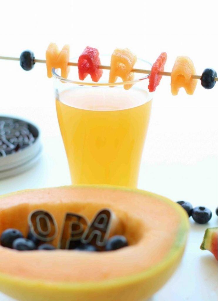 Melonen-Buchstaben als Tischkarten für die Sommerparty