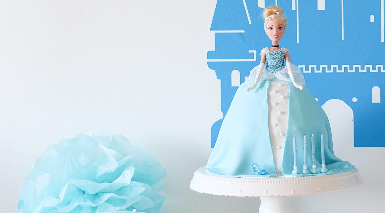 Anleitung für eine Torte mit Barbie Puppe