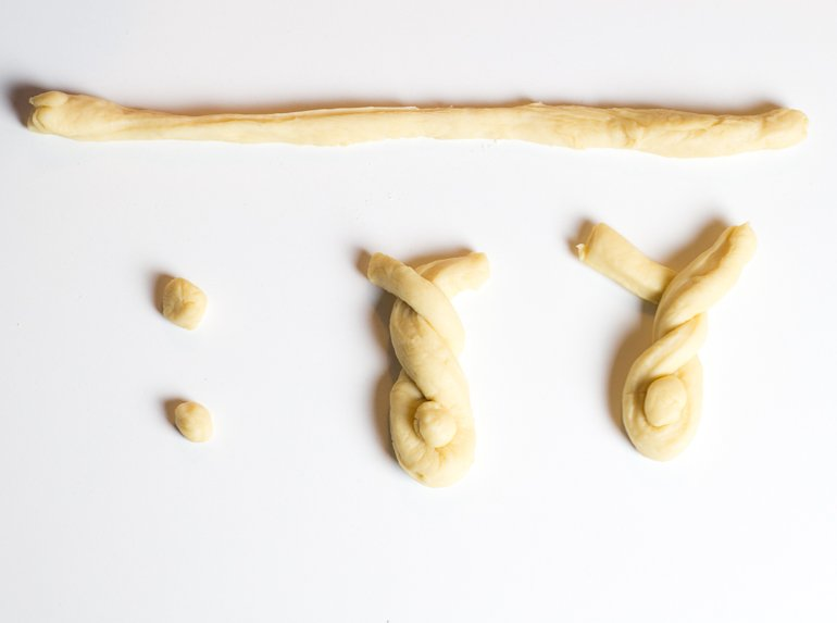 Anleitung um Osterhasen aus Hefeteig selber zu backen