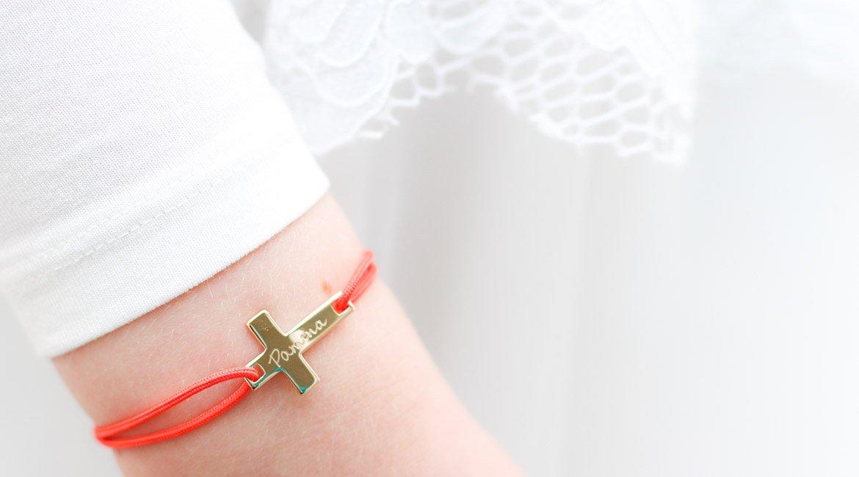 geschenk zur kommunion oder taufe ein armband mit namen von merci maman. Black Bedroom Furniture Sets. Home Design Ideas