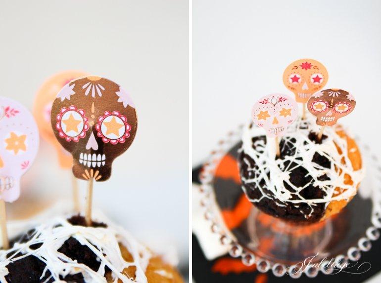 Spinnweben Cupcakes mit Marshmallows für Halloween ganz einfache Anleitung