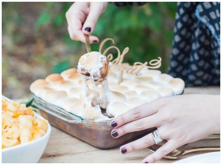 Ideen für ein Gartenfest im Herbst im Freien mit Thanksgiving oder Erntedank Dinner und toller Dekoration