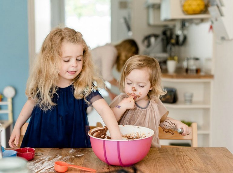 Besinnlichkeit und Achtsamkeit im Advent: Zeit verbringen mit der Familie mit Backen