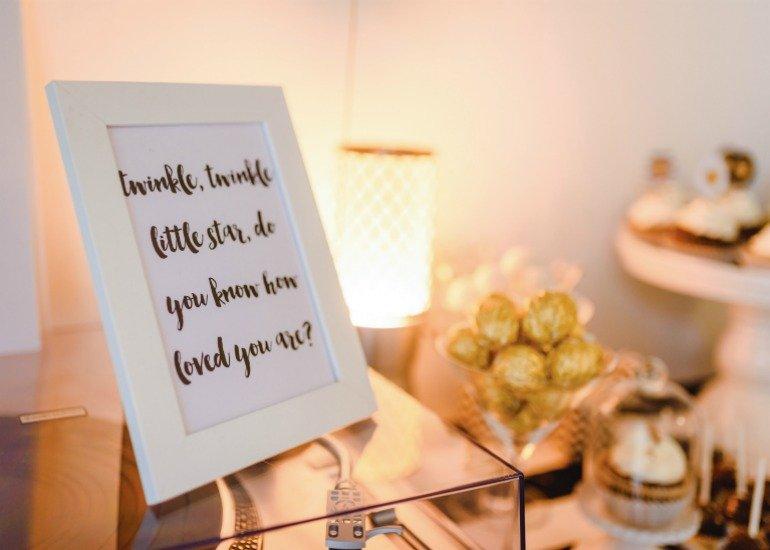 DIY Ideen für eine Babyshower in den Farben Gold, Weiß und Schwarz
