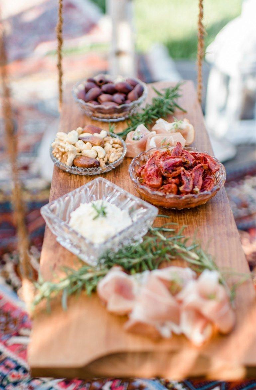 Geburtstags-Picknick mit Freunden mit Foodtrend Smorging und stylischer Boho-Chic Dekoration