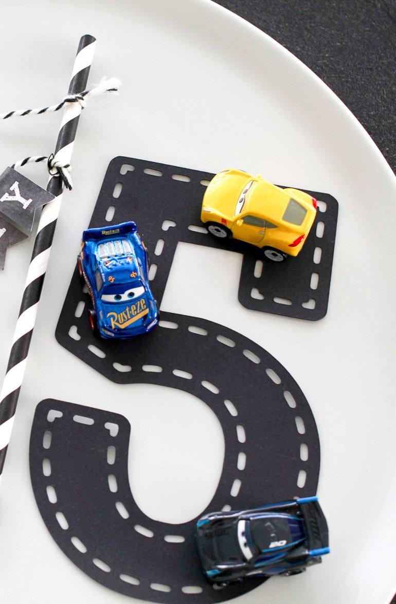 Autoparty zum 5. Geburtstag - perfekte Mottoparty für kleine Rennfahrer