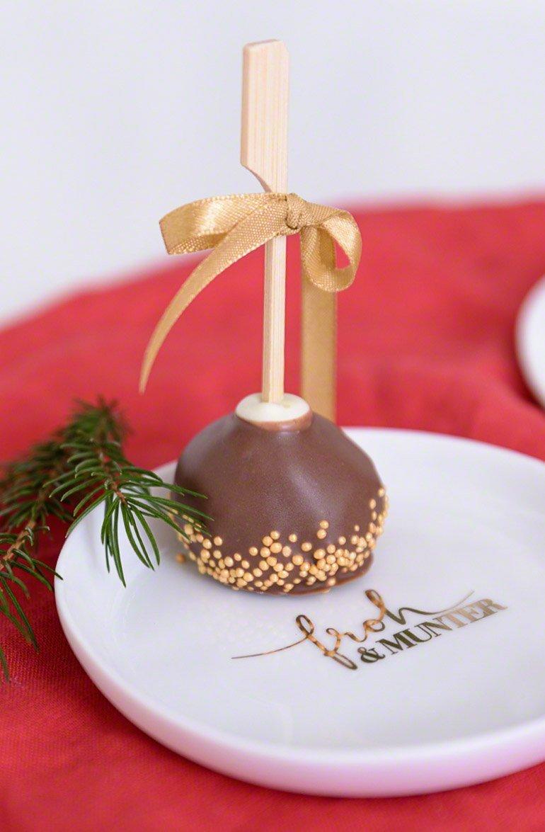 Blitz-Cakepops aus Gewürzkuchen & schönstes Weihnachtsgeschirr